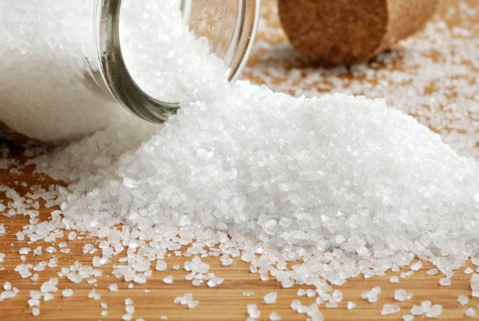 Рекомендуется принять солевое слабительное при отравлении белым мухомором