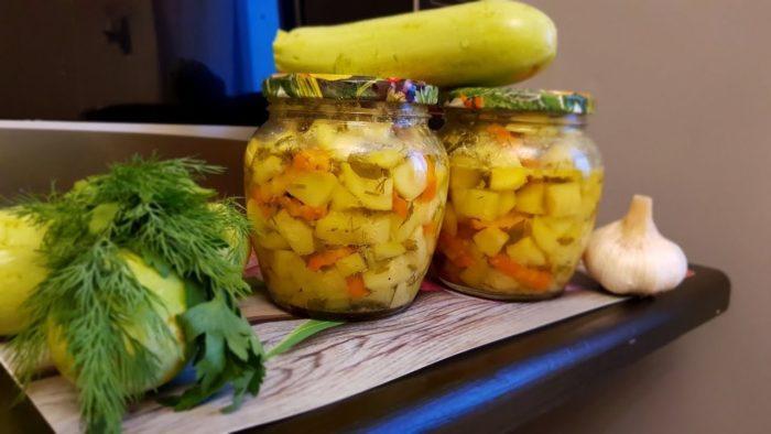 Как приготовить консервированный салат из кабачков с грибами