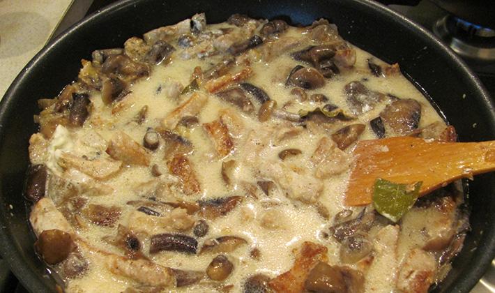 Сытное блюдо из опят с картофелем в сметане