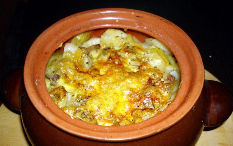 Как приготовить печень с шампиньонами и картофелем в горшочках