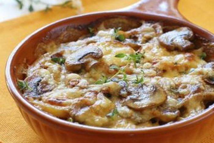 Картофельная запеканка с шампиньонами и сырной корочкой