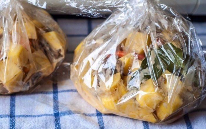 Рецепт приготовления картошки с шампиньонами и луком в рукаве