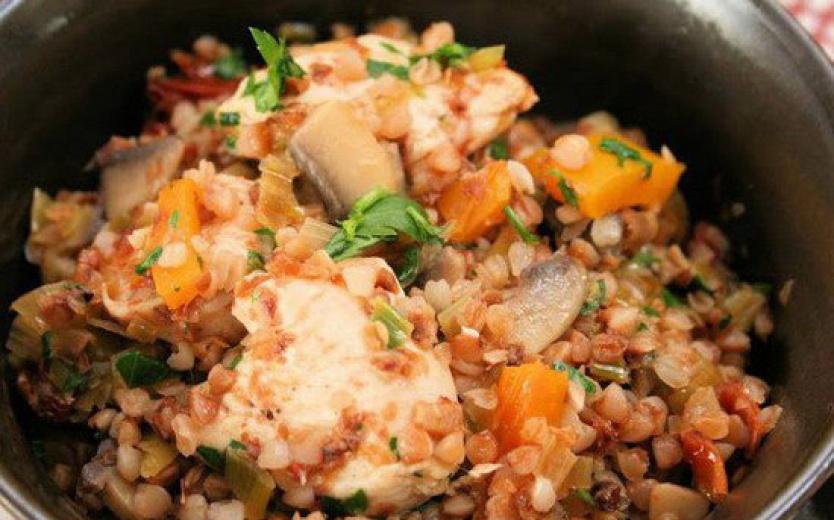 Быстрый рецепт гречки с шампиньонами и куриным филе в мультиварке