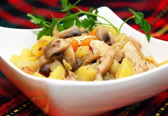 Картошка с замороженными шампиньонами и мясом