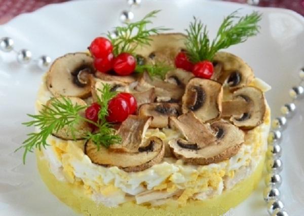 Царский салат с курицей и шампиньонами