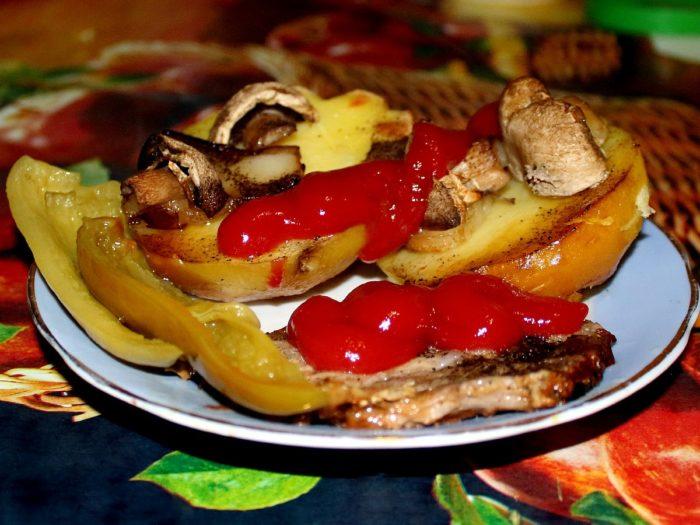 К столу блюдо подается лишь в горячем виде