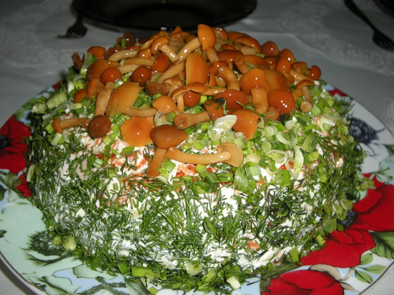 Салат лесная поляна с опятами