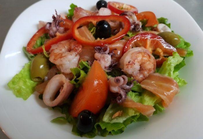 Рецепт приготовления салата с морепродуктами